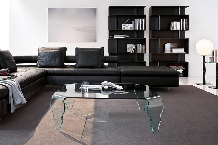 Sala minimalista em preto