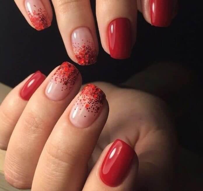 Unhas vermelhas com glitter