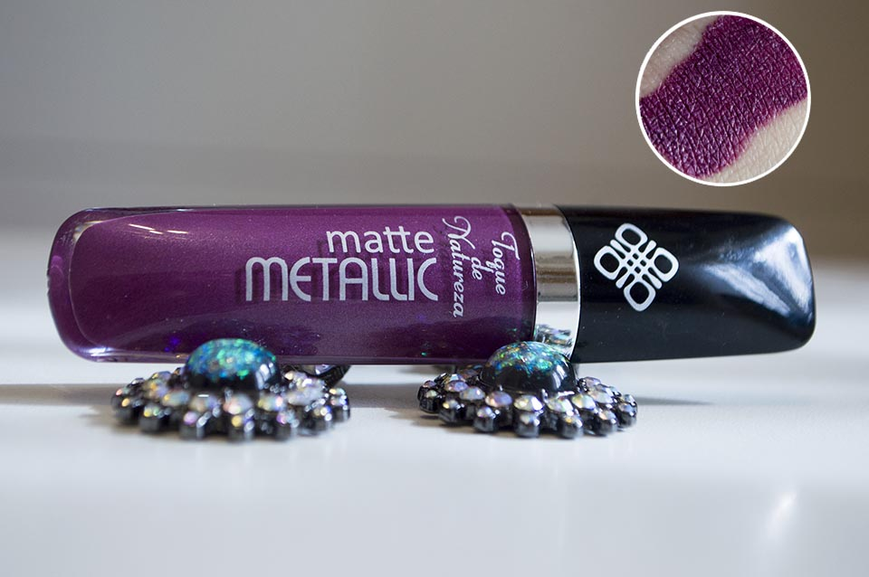 Batom Matte Metallic cor Cherry da Toque de Natureza