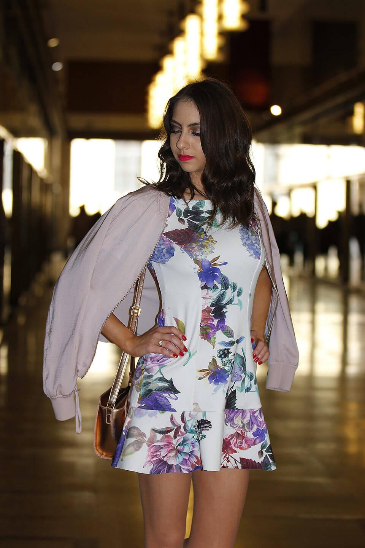 vestido curto e jaqueta