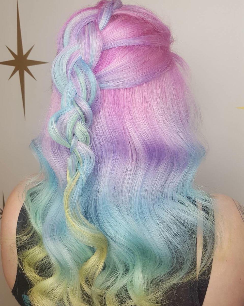 Cabelo colorido em arco-íris