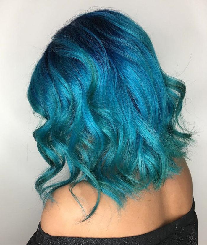 Cabelo azul vivo