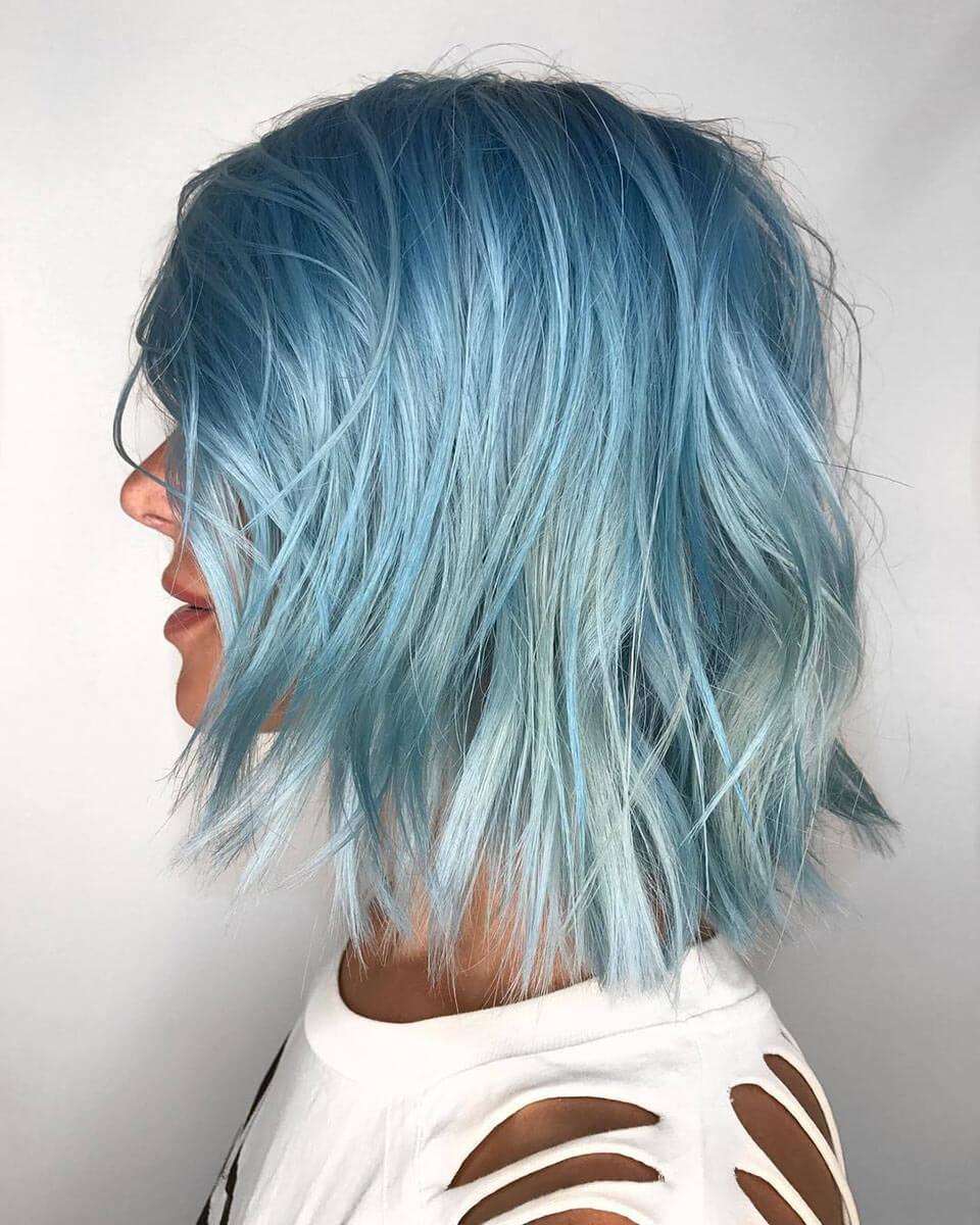 Cabelos coloridos em azul degradê
