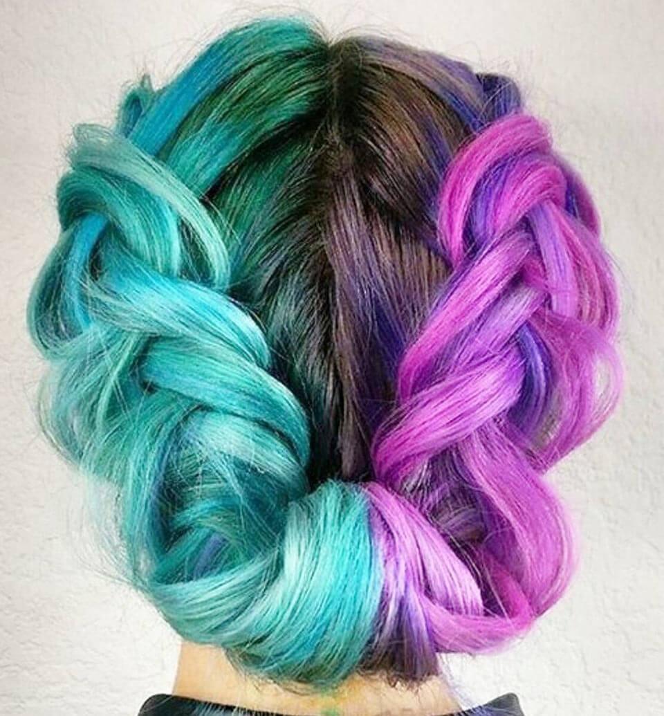 Cabelos coloridos em azul e rosa