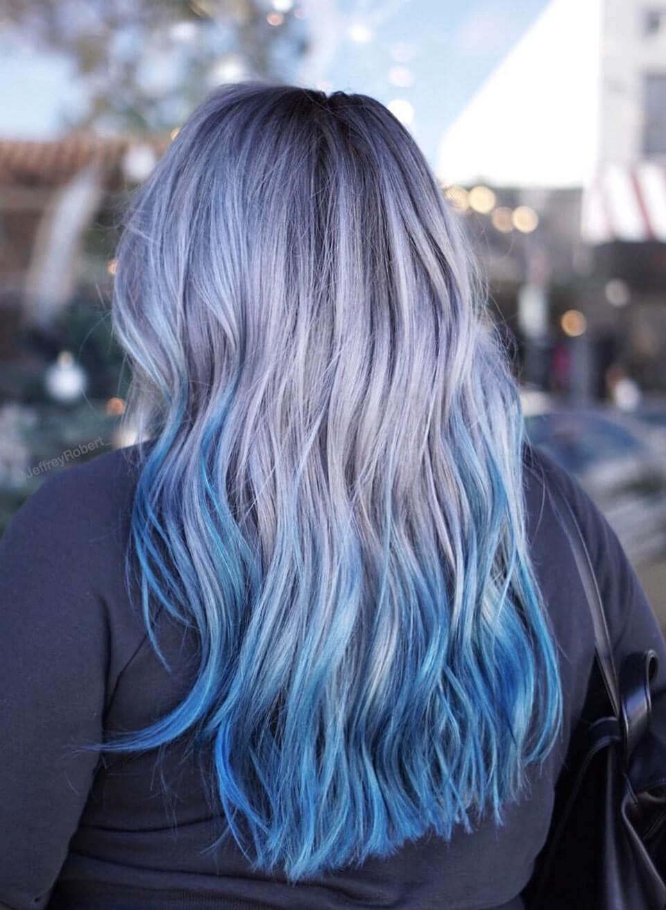 Cabelos coloridos azul