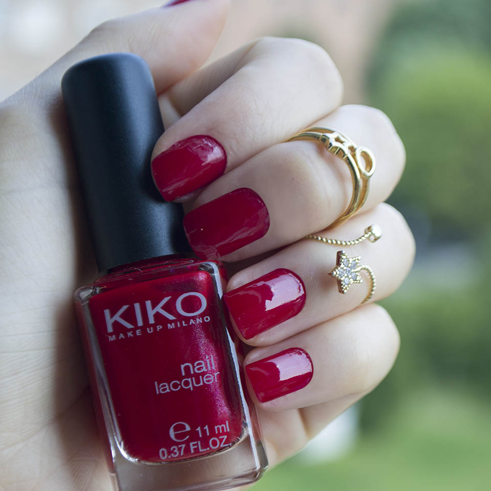 Red nail polish: Kiko Milano n 285