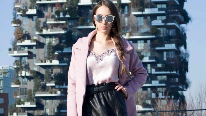 Look com casaco rosa