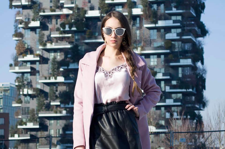 Look com casaco rosa claro