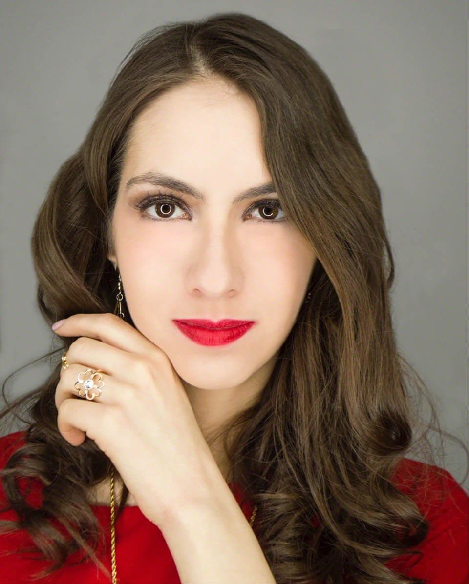 Manu Luize red lipstick