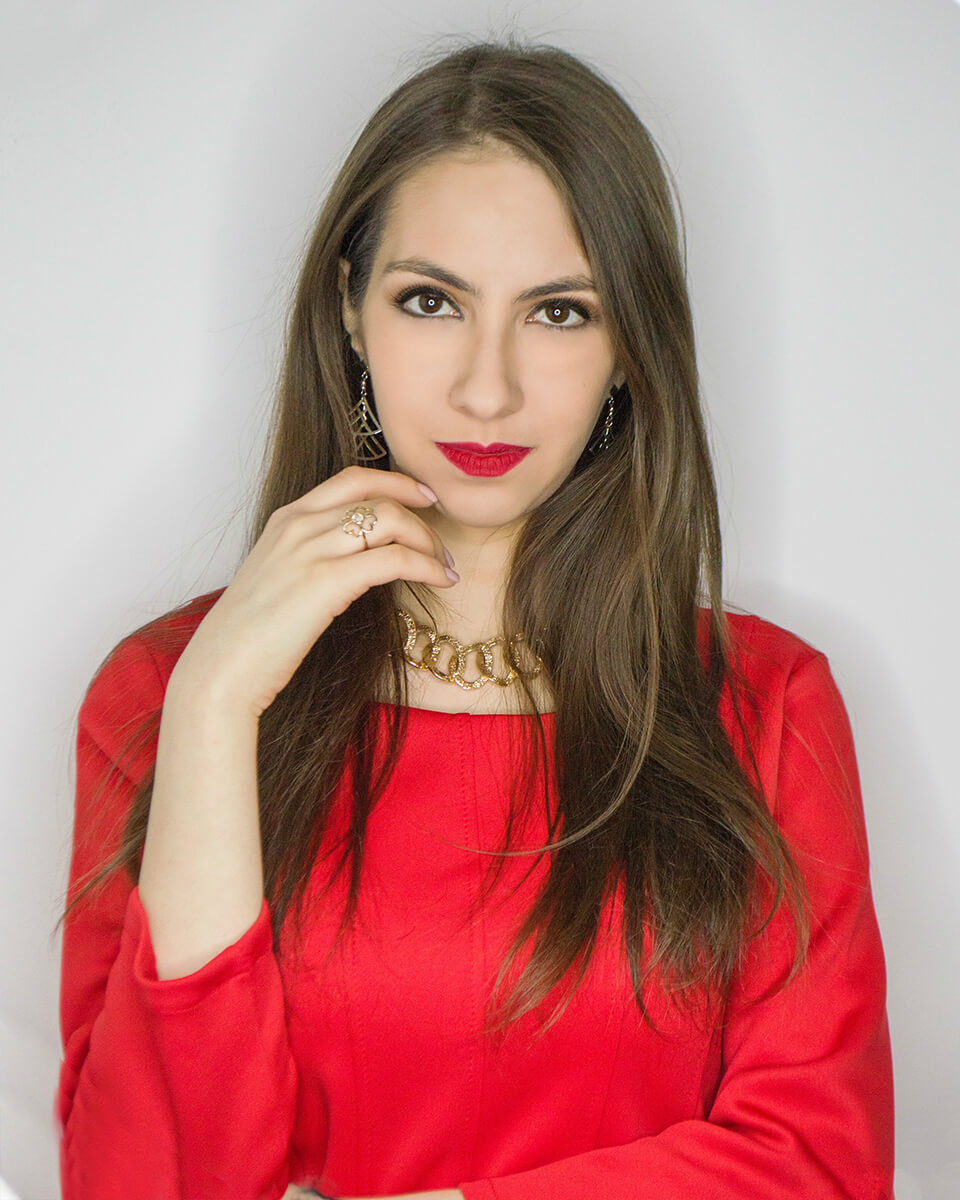 Makeup with red dress - Manu Luize
