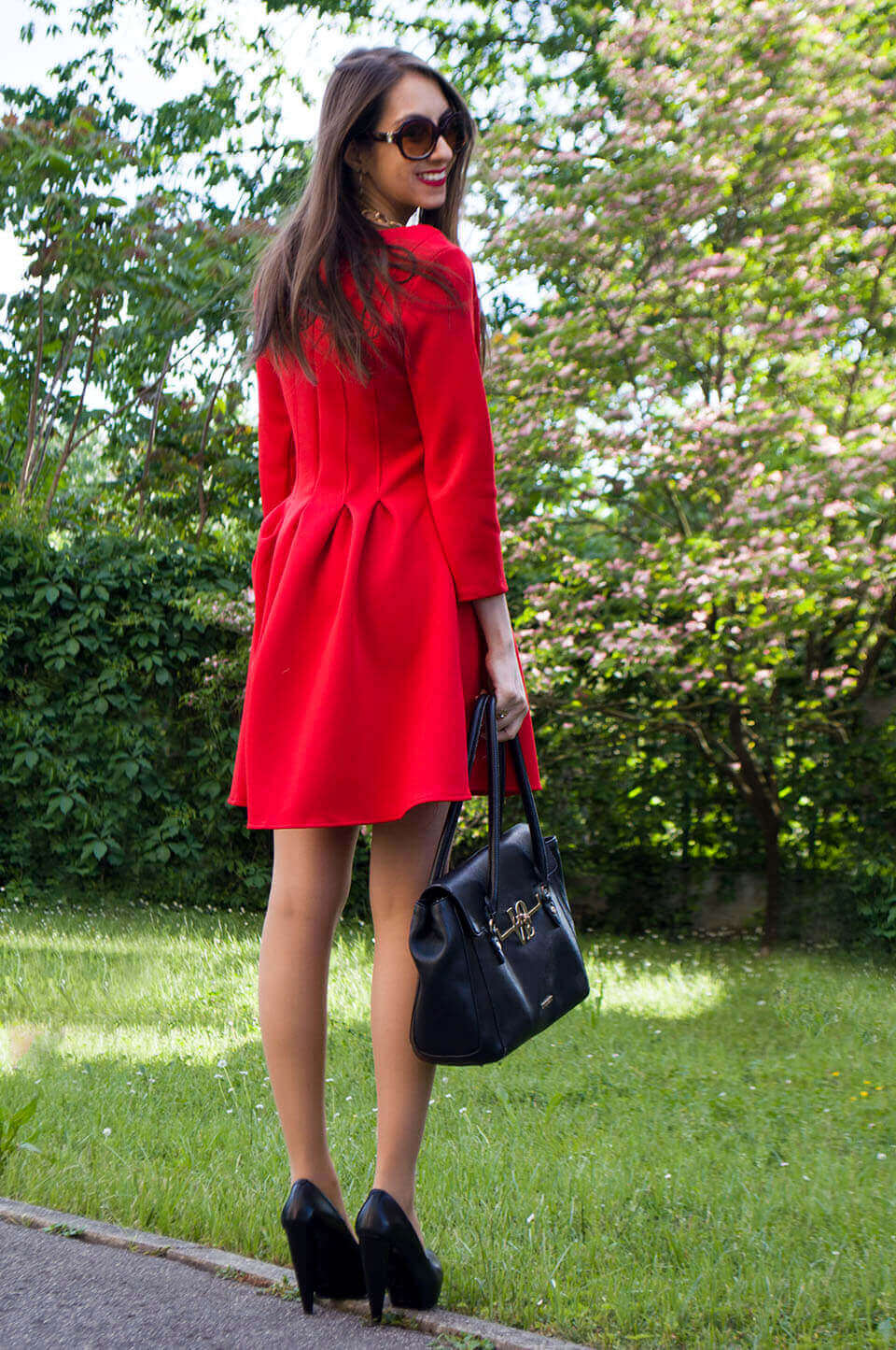 Red dress - Manu Luize outfit