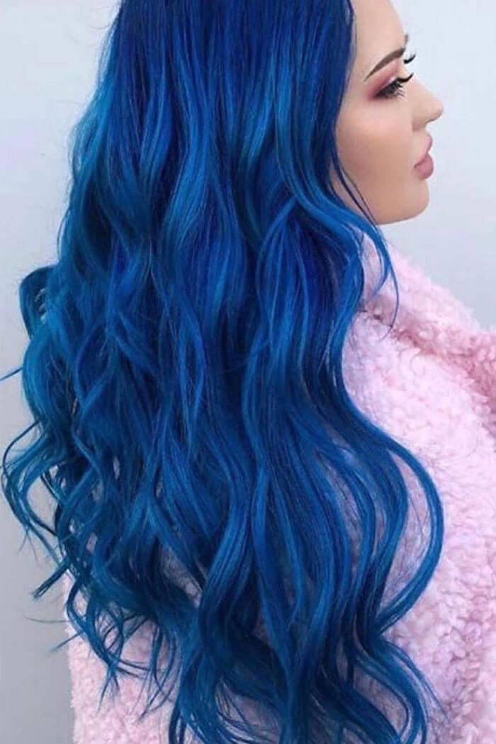 Cabelo azul escuro