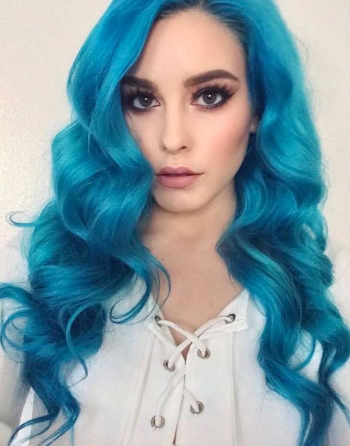 Cabelo azul turquesa longo