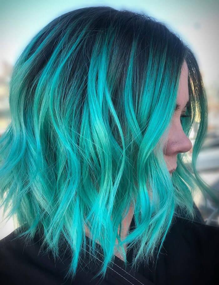 Cabelo azul turquesa vibrante