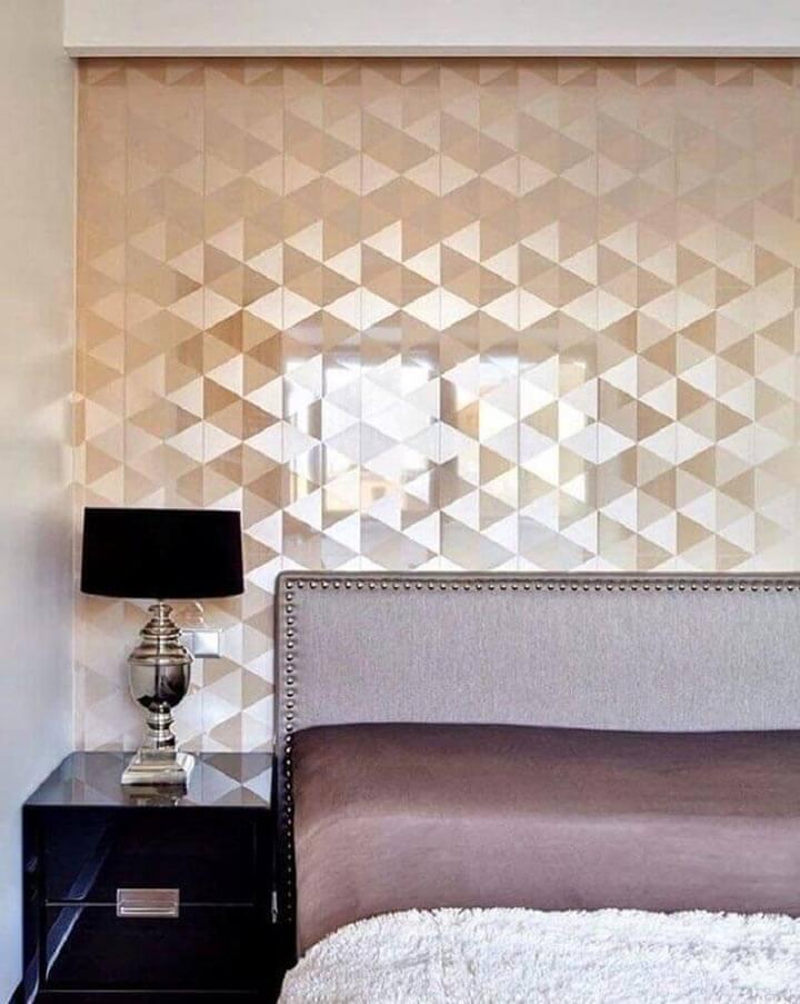 Papel de parede em quarto de casal moderno