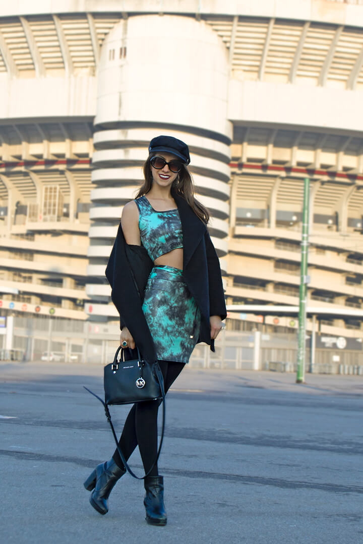 Top cropped and skirt: winter outfit