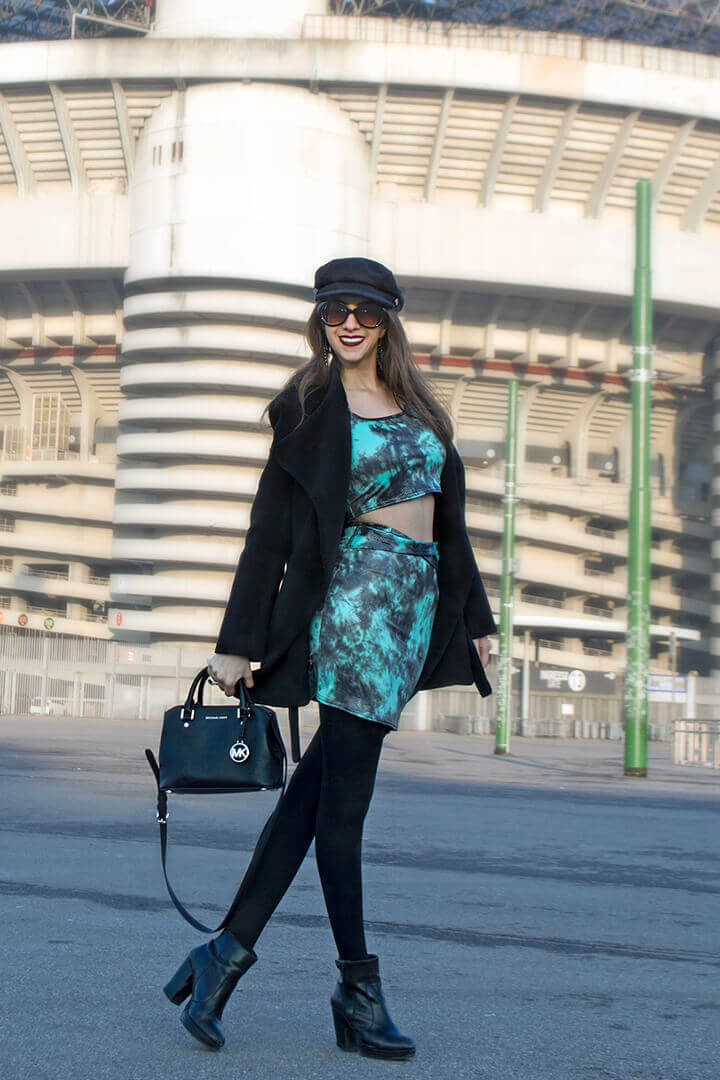 Top cropped and skirt outfit for winter