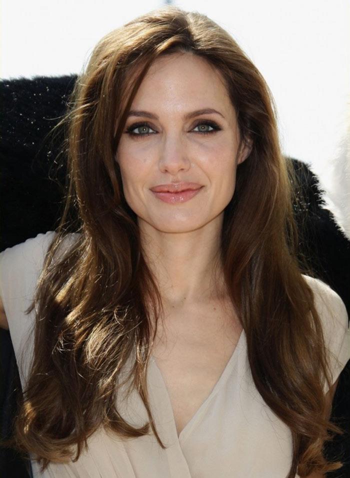 Tagli di capelli lunghi dritti: Angelina Jolie