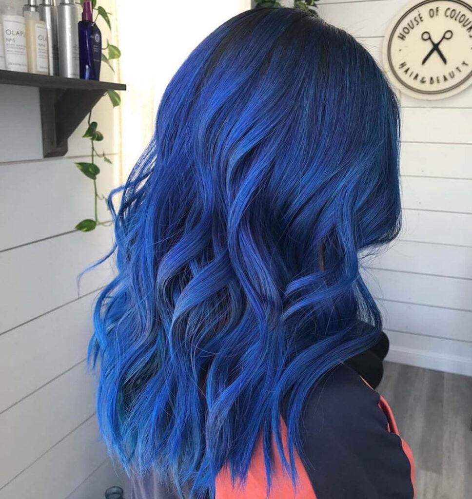 Cabelo azul marinho