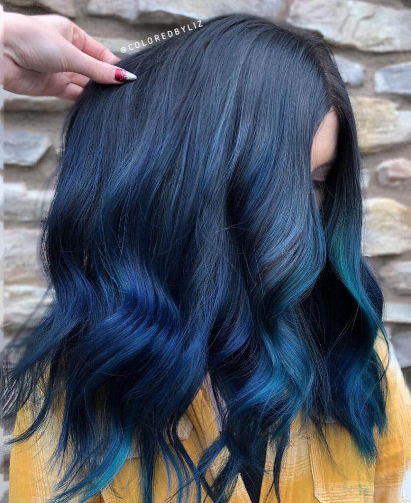 Cabelo preto e azul