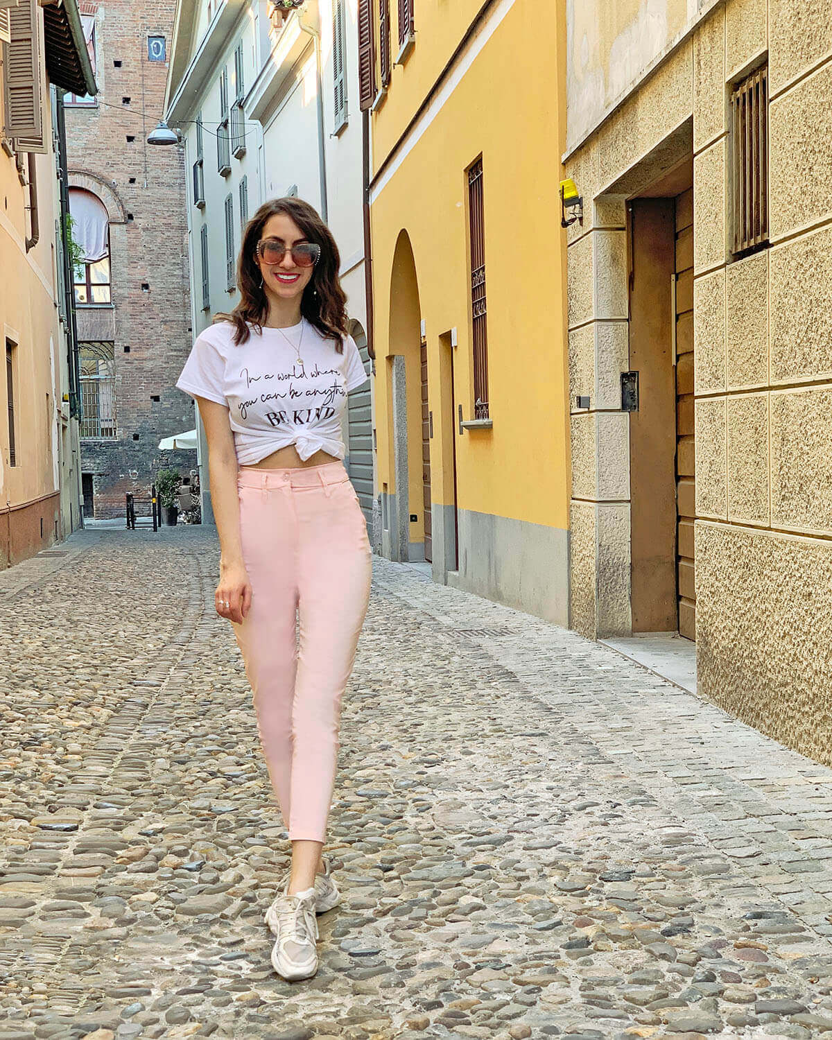 Manu Luize: pink trousers outfit