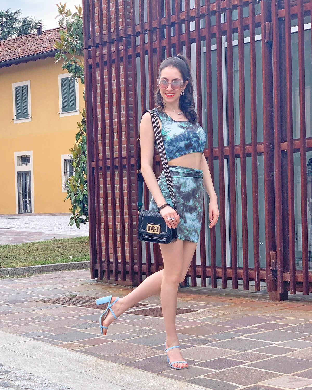Cropped top & skirt set blue high heels