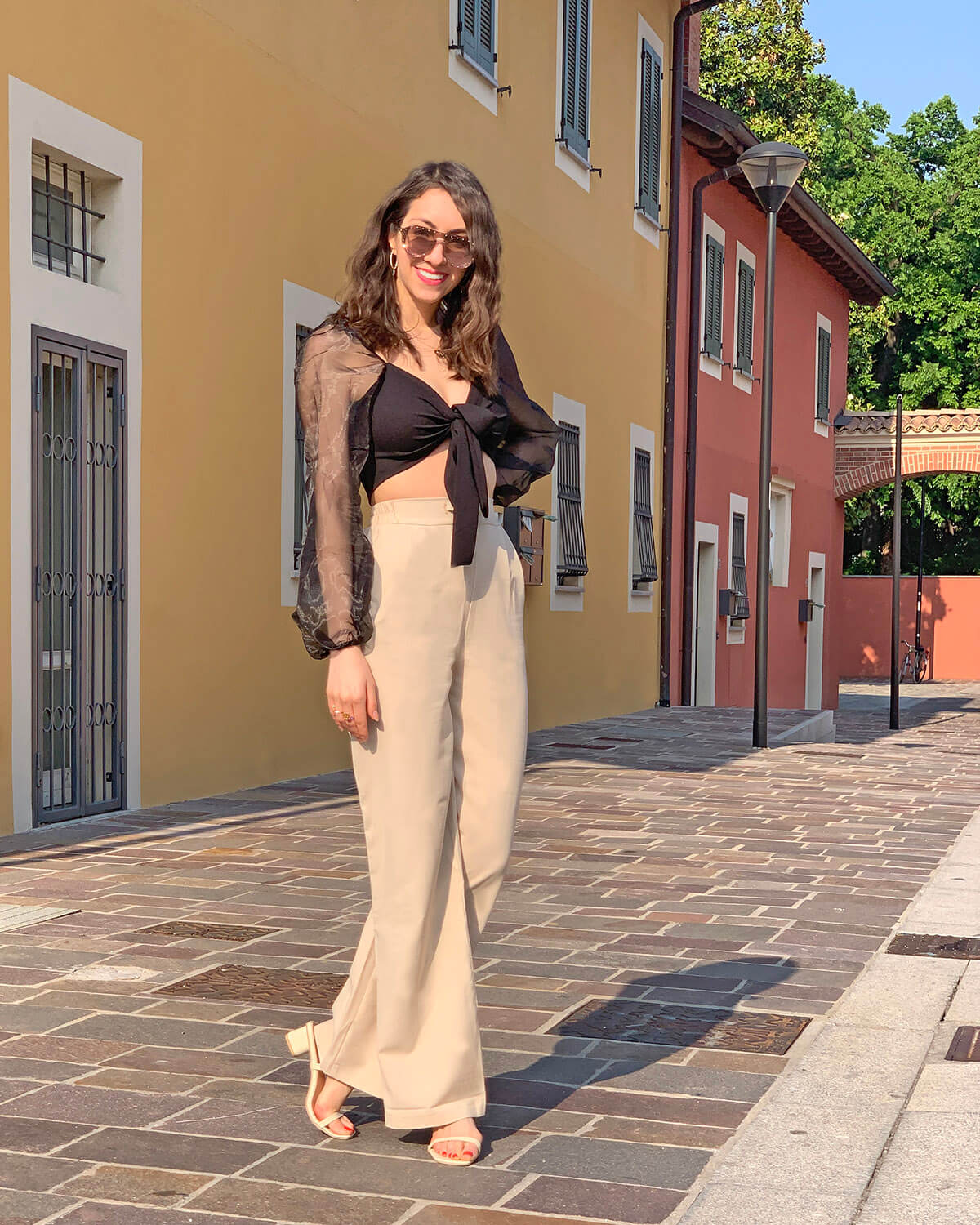 Wide leg trousers outfit with white slides