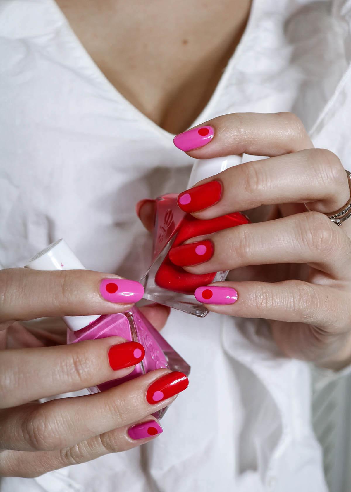 Unhas decoradas rosa e vermelho